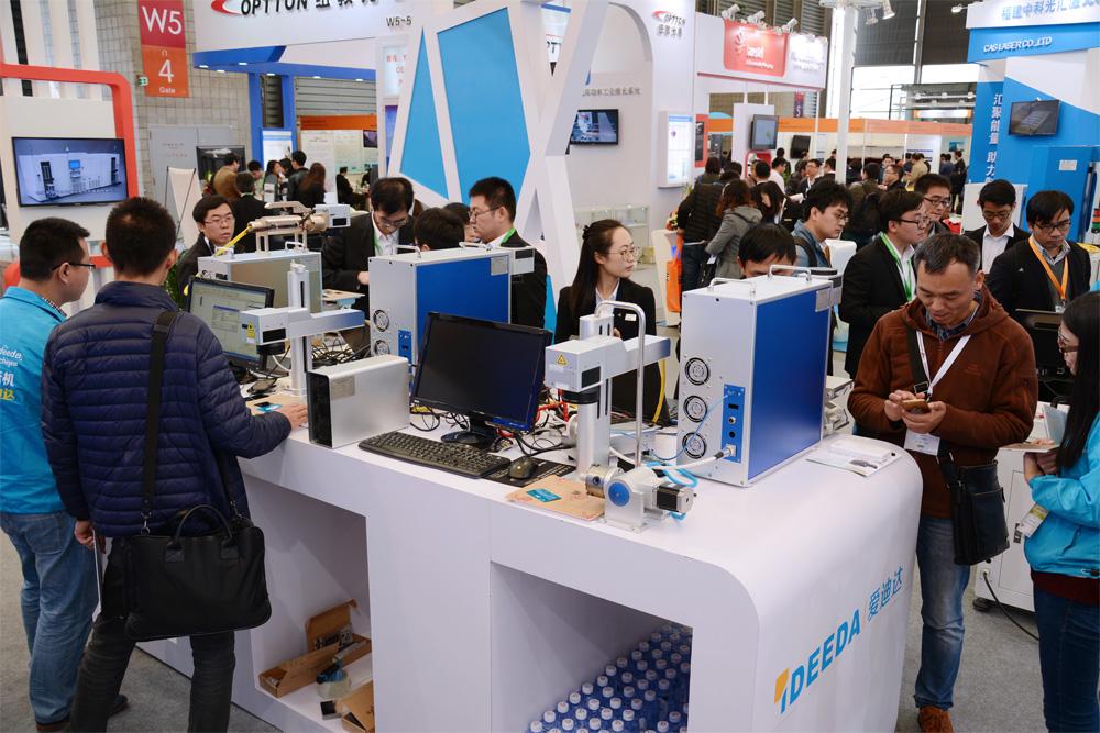 东莞手机行业激光雕刻机现场图2